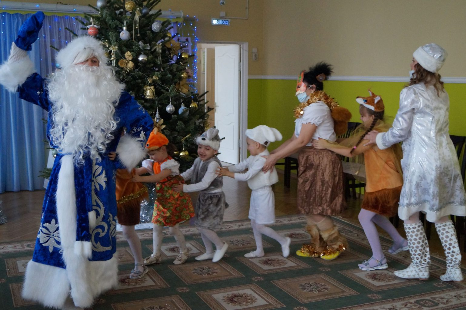 Веселый паровоз с Дедом Морозом