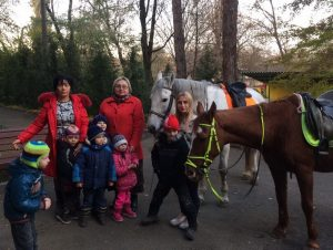Знакомство с лошадками