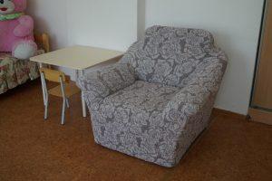 Кресло в спальне изменилось...